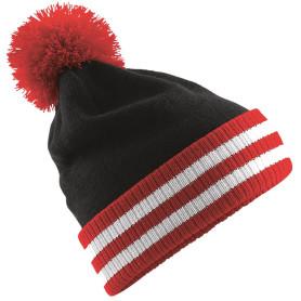 Bonnet avec pompon rouge