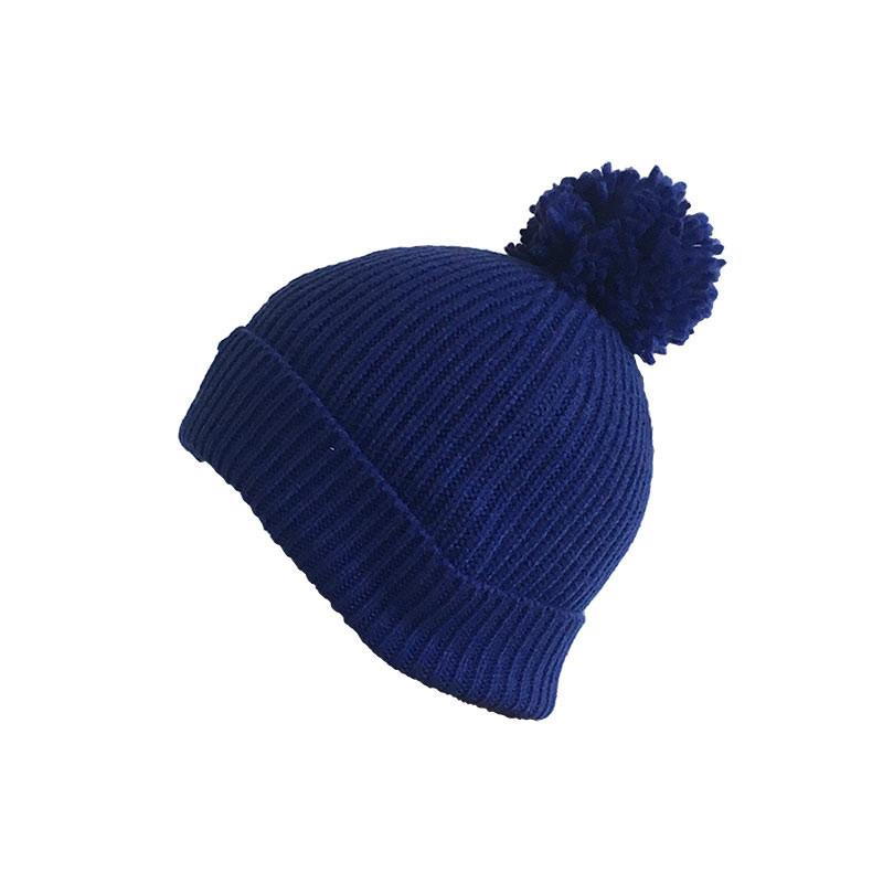 Bonnet bleu avec pompom